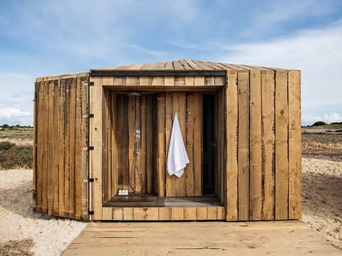 alojamientos diferentes   cabaña con ducha exterior