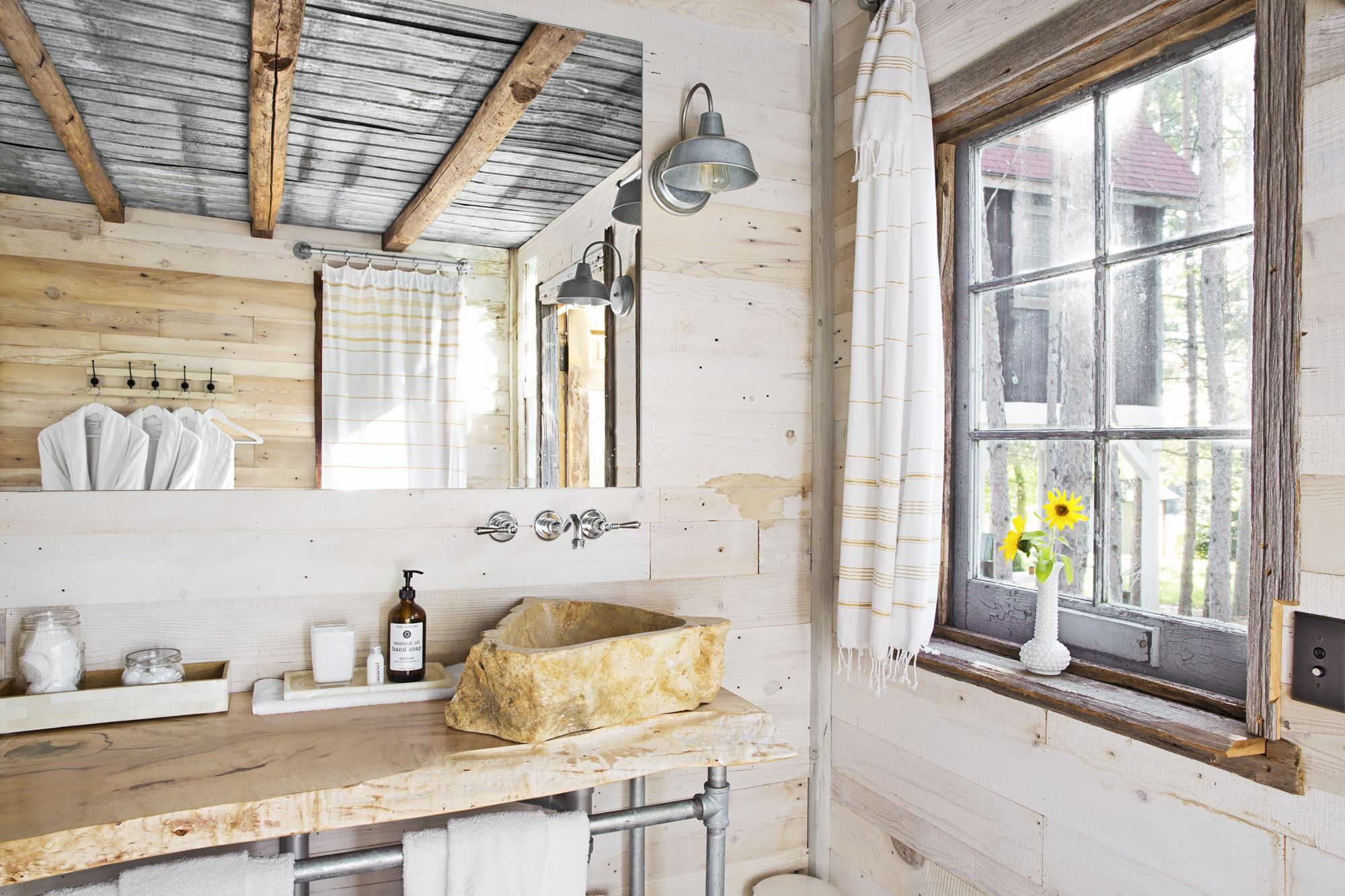 25 Big Storage Ideas for Small Bathrooms