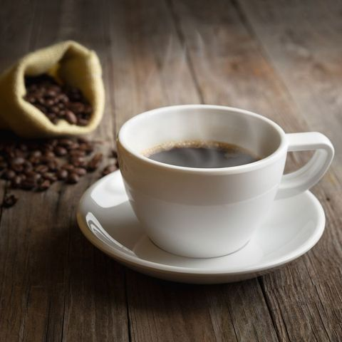 Bebe café o té