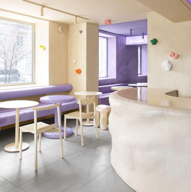 cafetería en rusia krujok doughnut con interiores morados y beige