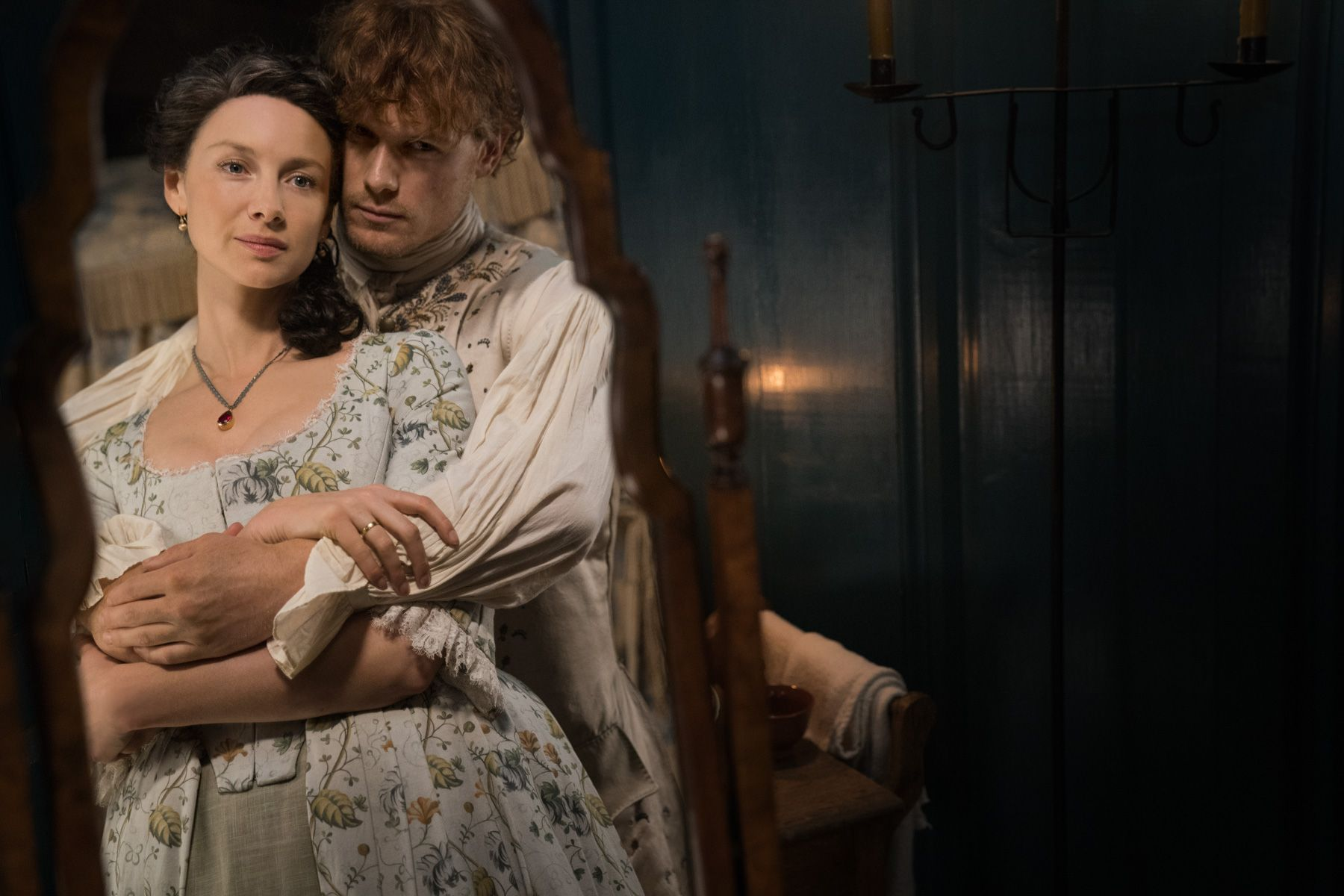 Are jamie and claire outlander actors dating