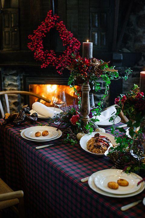 casa marcial ha preparado para la navidad 2020 unas cajas con sus productos estrella como fabada, croquetas, pitu caleya y el arroz con leche entre otras delicias