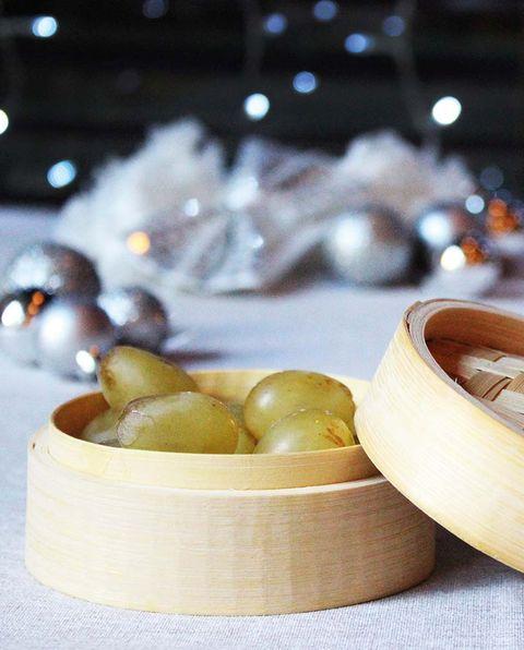 mesas de navidad ecofriendly vaporera con uvas