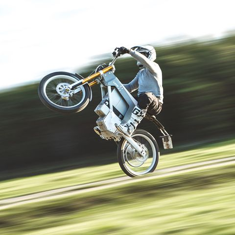 Vehicle, Motorcycle, Extreme sport, Stunt performer, Racing, Stunt, Sports, Wheelie, Recreation, Cycling,