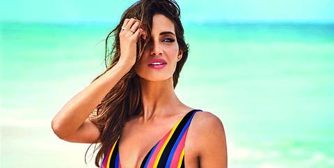 41127dcc646c Los bañadores y bikinis de Sara Carbonero con los que Calzedonia arrasa