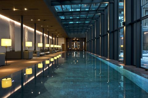 Floor, Glass, Ceiling, Fixture, Transparent material, Commercial building, Daylighting, Lobby, Hall, Symmetry,