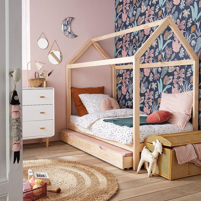 cama con forma de casita de madera