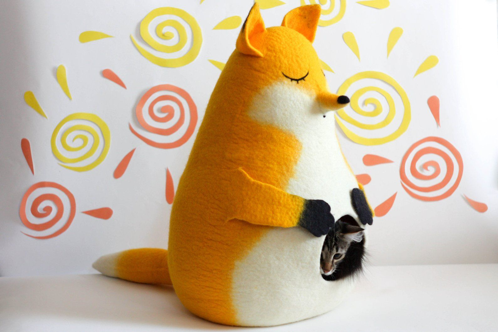 Cama para gato con forma de zorro