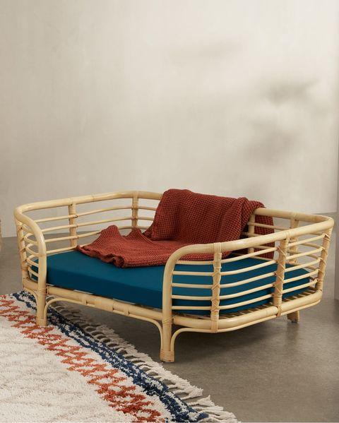 cama de ratán para perros