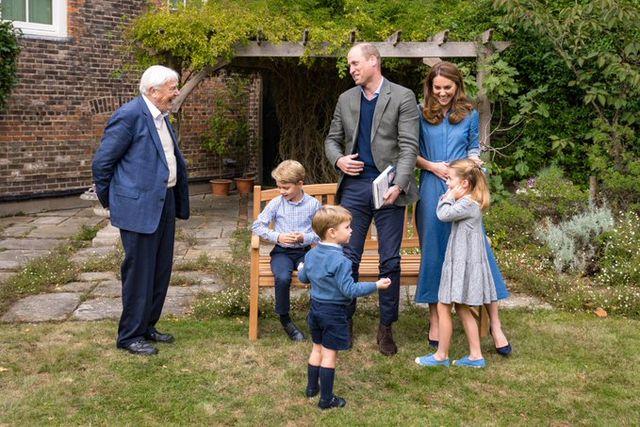 ジョージ王子 ルイ王子 シャーロット王女 キャサリン妃 ウィリアム王子 デヴィッド・アッテンボロー卿 ロイヤルファミリー