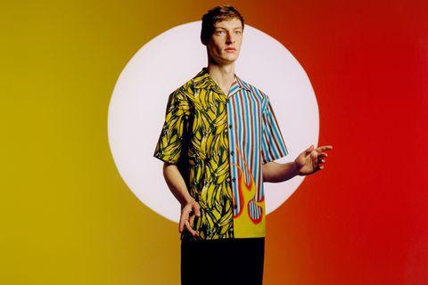 buy online 0dd02 e0045 Le camicie clash di Prada adesso sono su misura e customizzate