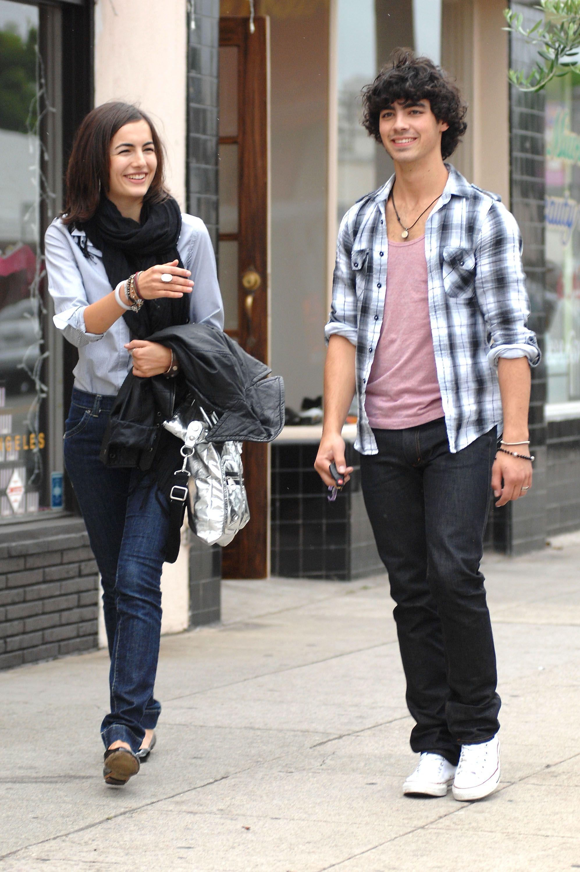 Joe Jonas dating Demi Lovato 2014