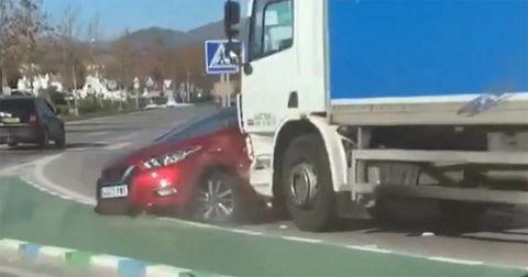 camión arrastra coche málaga