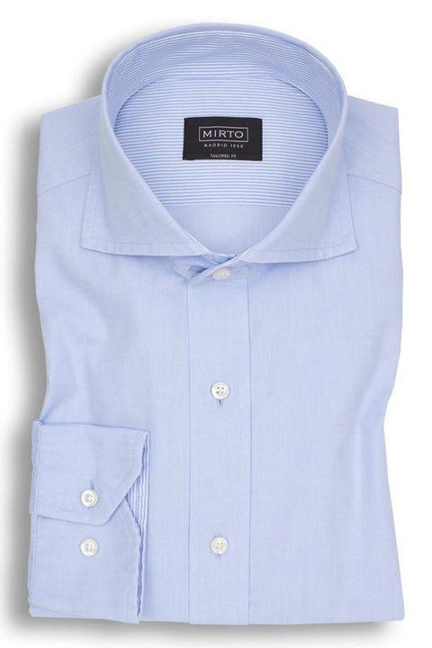 Camisa lisa semientallada de MIrto (89,90 euros)