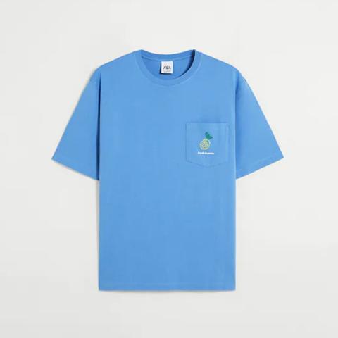 camiseta con bordado en el bolsillo de zara 7,95 euros