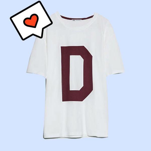 zara quiere que lleves tu inicial en una camiseta tienes todas las letras del abecedario aunque las más comunes se han agotado en horas