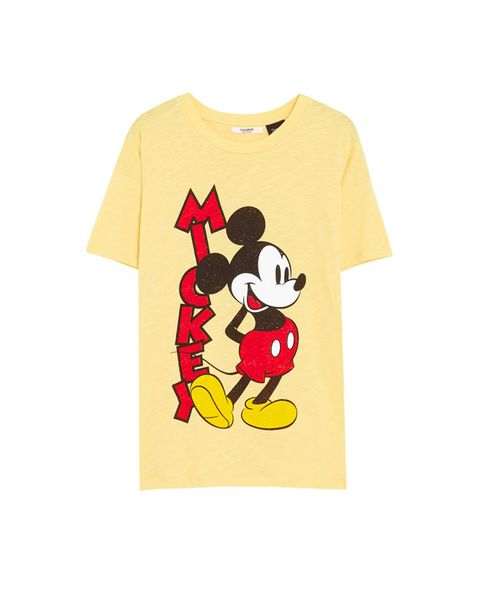 nuevo producto dd586 b269c Pull & Bear lanza una camiseta ideal de Mickey Mouse-Mickey ...