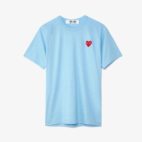 camiseta modelo red heart de comme des garçons play 98 euros