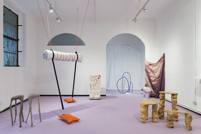 exposición movimiento en la camp design galery de milán