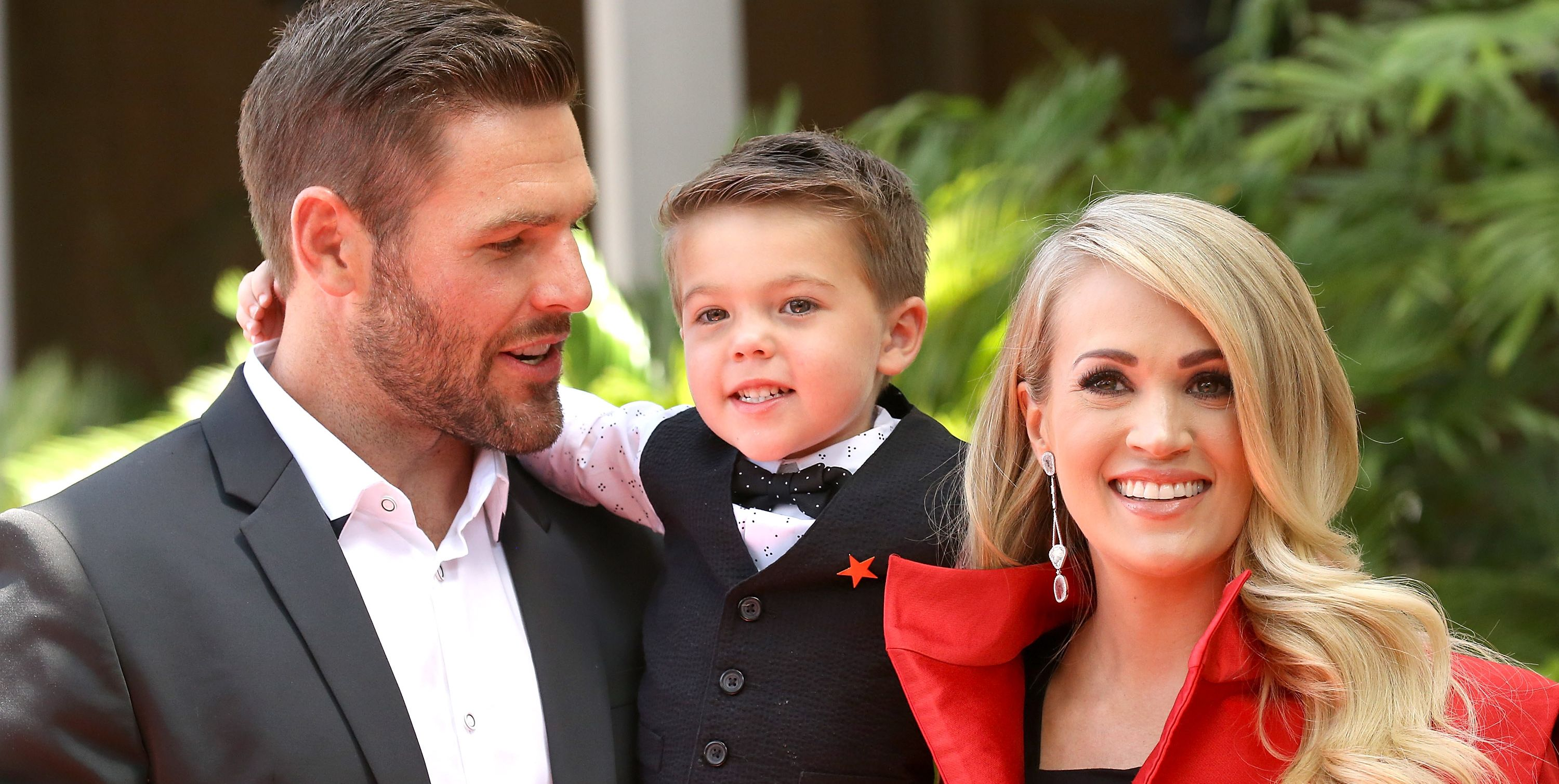 can carrie underwoods husband mike fisher sing