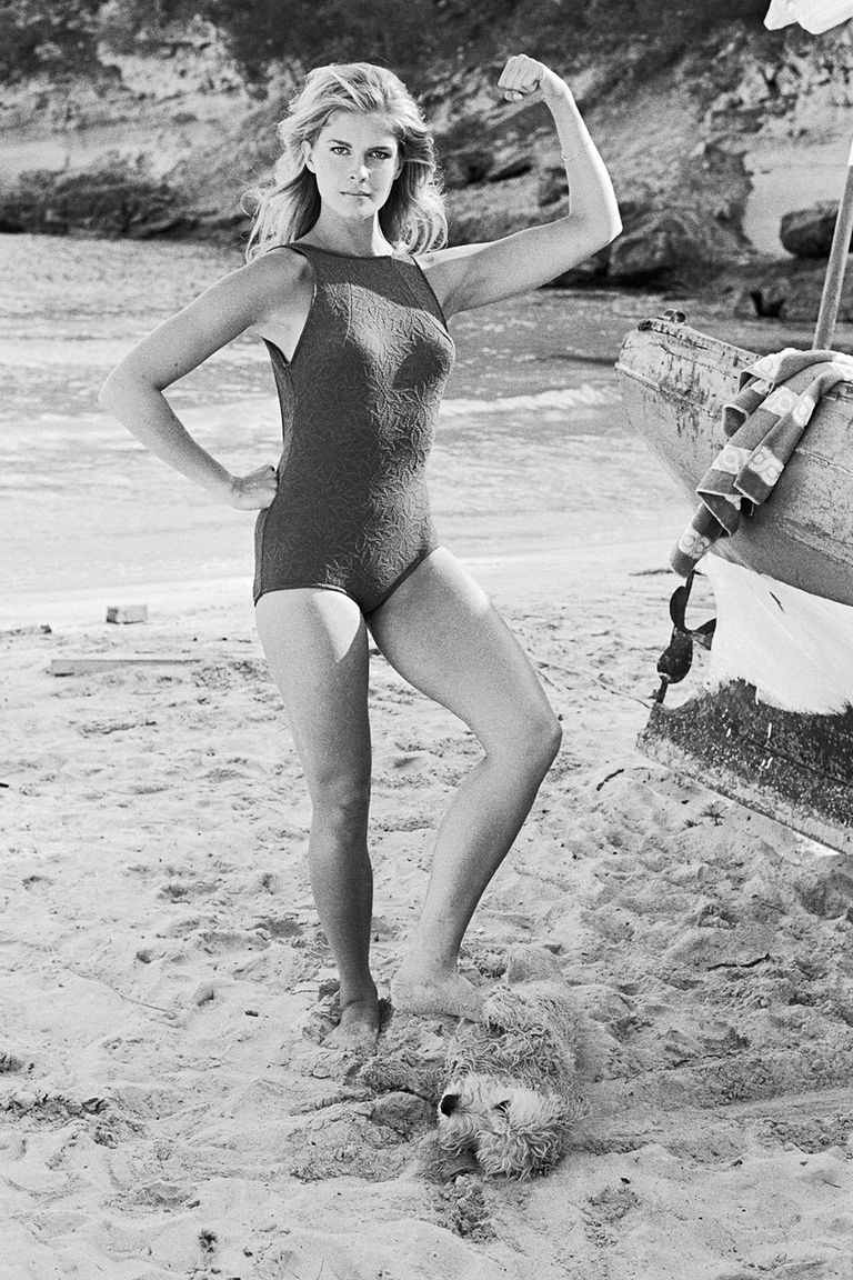 40 Vintage Photos Of Celebrities At The Beach