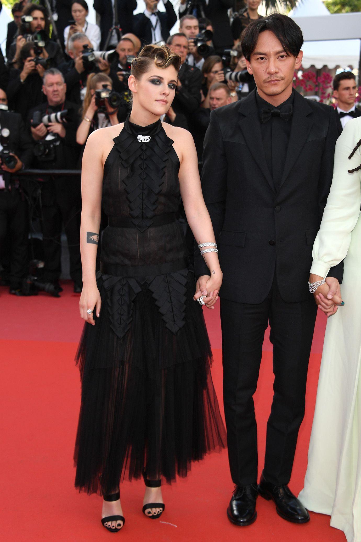 Si apre la 71esima edizione del Festival di Cannes 2018 con un red carpet sfavillante dominato da un grande classico, il vestito rosso, che ha sbaragliato sul classico vestito nero e sui modelli bianchi.