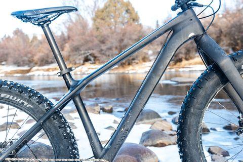 Bicycle wheel, Bicycle, Bicycle part, Bicycle tire, Bicycle frame, Vehicle, Spoke, Tire, Bicycle drivetrain part, Hybrid bicycle,