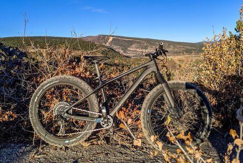Bicycle wheel, Bicycle, Spoke, Wheel, Vehicle, Bicycle part, Mountain bike, Sky, Tire, Bicycle tire,
