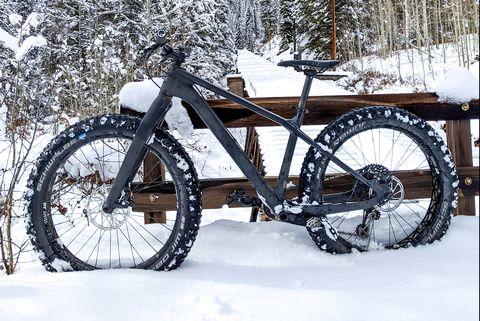 Land vehicle, Bicycle wheel, Vehicle, Bicycle part, Bicycle tire, Bicycle frame, Bicycle, Tire, Spoke, Snow,