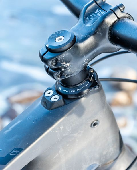 Bicycle part, Water, Bicycle, Bicycle handlebar, Vehicle, Bicycle wheel, Bicycle drivetrain part, Brake, Bicycle frame, Hybrid bicycle,