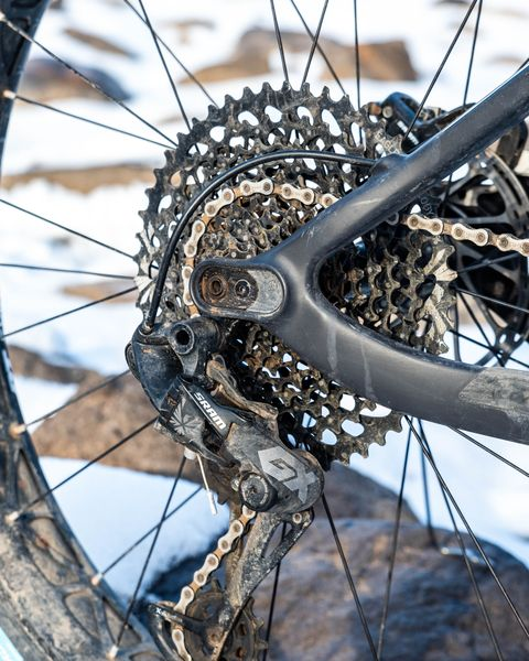 Bicycle wheel, Bicycle part, Bicycle tire, Spoke, Tire, Bicycle, Wheel, Bicycle drivetrain part, Automotive tire, Rim,