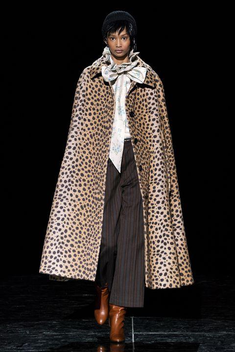 Clothing, Outerwear, Fashion, Mantle, Fashion model, Coat, Fashion design, Cloak, Costume, Formal wear,