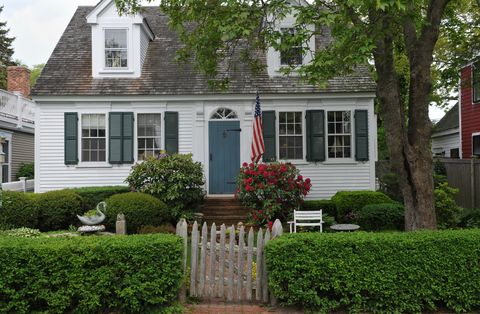 What is a cape cod style house cape cod architectural style - What is a cape cod style house ...