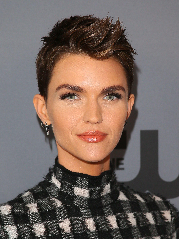 Tagli capelli corti 2019 donne immagini