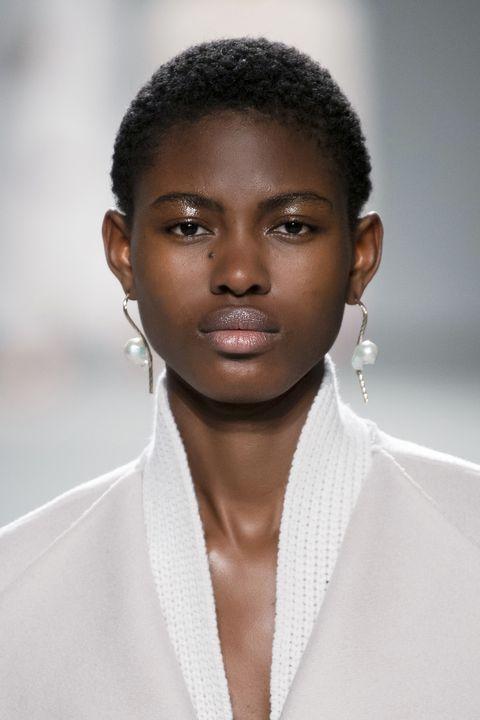 capelli cortissimi donna inverno 2021