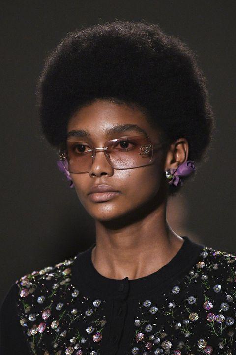 capelli neri tendenze primavera 2021