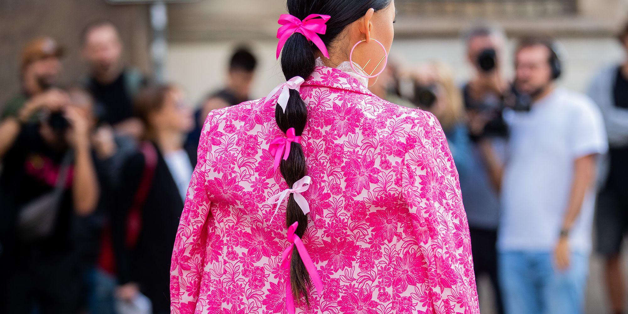 Come insegna Valentina Ferragni, sarà il fiocco per capelli nero l'accessorio irrinunciabile della primavera 2021