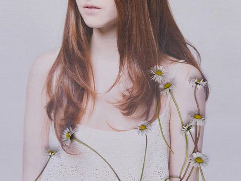 Brown, Amber, Jewellery, Beauty, Fashion accessory, Fashion, Neck, Long hair, Brown hair, Photography,