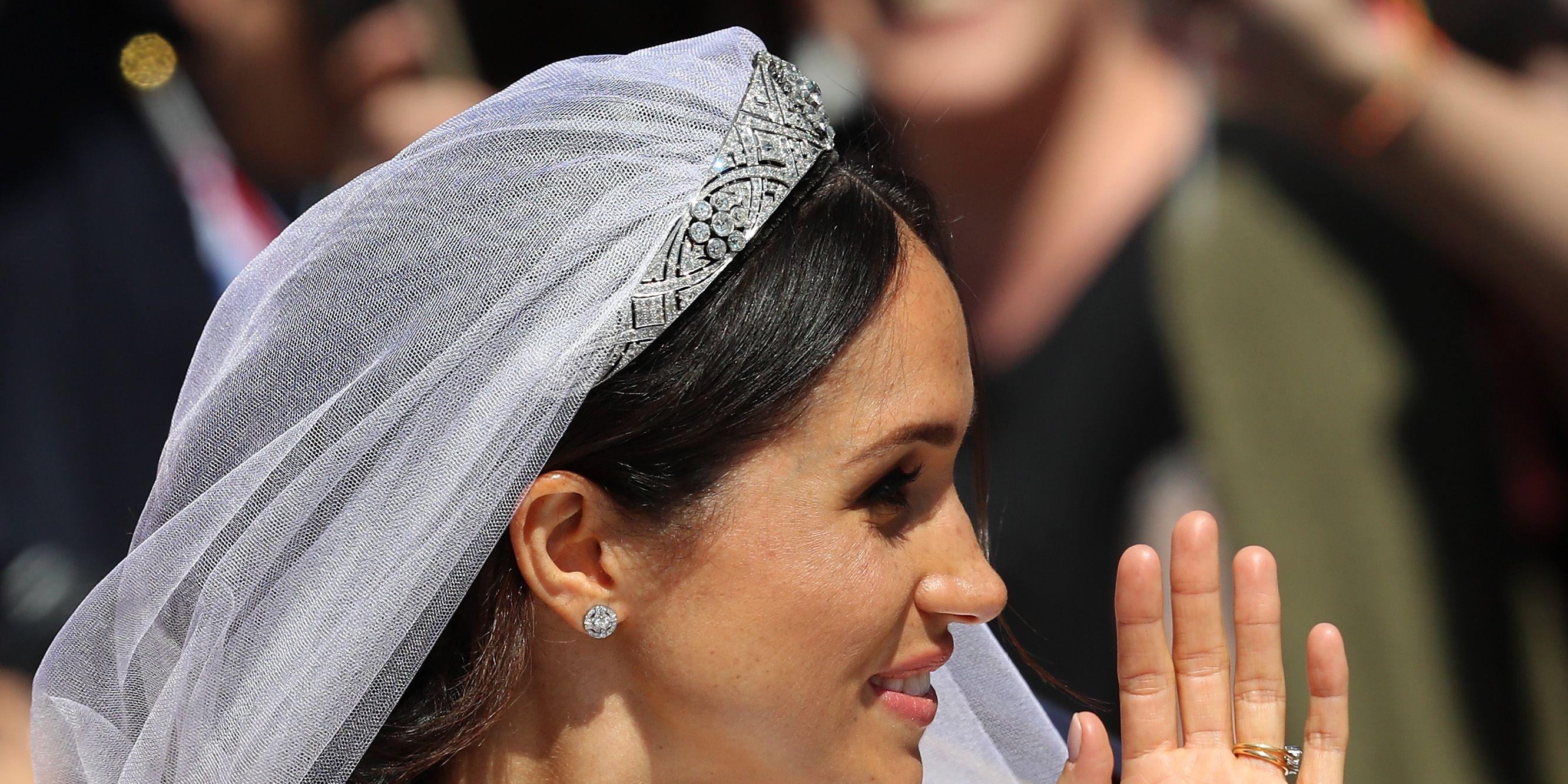 un dettaglio della pettinatura da sposa di Meghan Markle