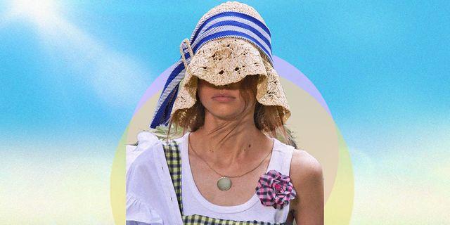 il cappello estivo è l'accessorio di tendenza moda che non può mancare all'appello tra cappello pescatore fatto a uncinetto, il cappello di paglia e il bandana