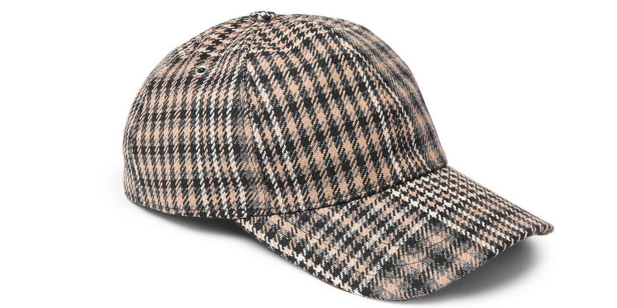 Il cappello preferito dagli uomini è sempre quello da baseball ... 0ce36fc56fa0