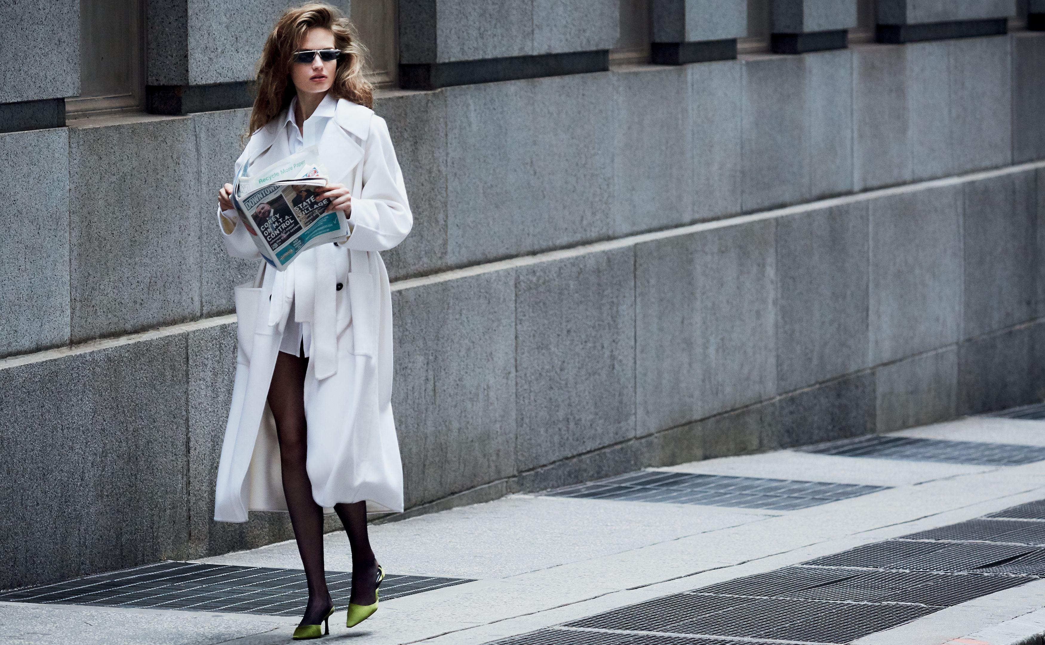 La working girl di questo inverno 2020 indossa cappotti oversize, blazer di flanella e sneakers