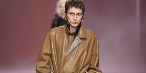 huge discount 04a04 b7a86 Il cappotto di pelle è il sogno proibito di ogni uomo, e sta ...