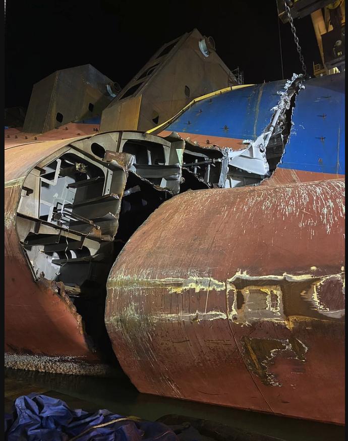 Récupération du transporteur de voitures Golden Ray après son naufrage Capsize-1606930310