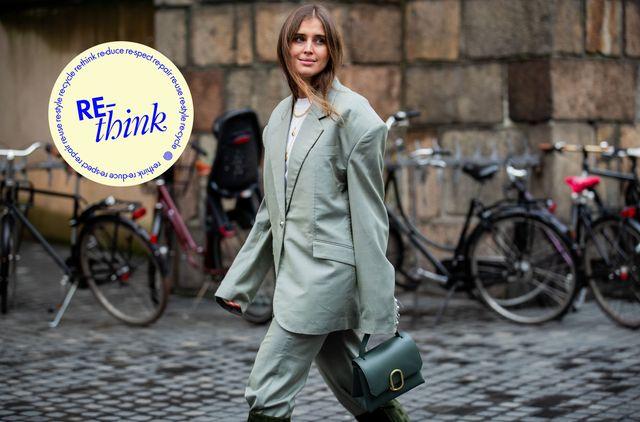 darja barannik in een oversized, verwassen groen pak tijdens copenhagen fashion week