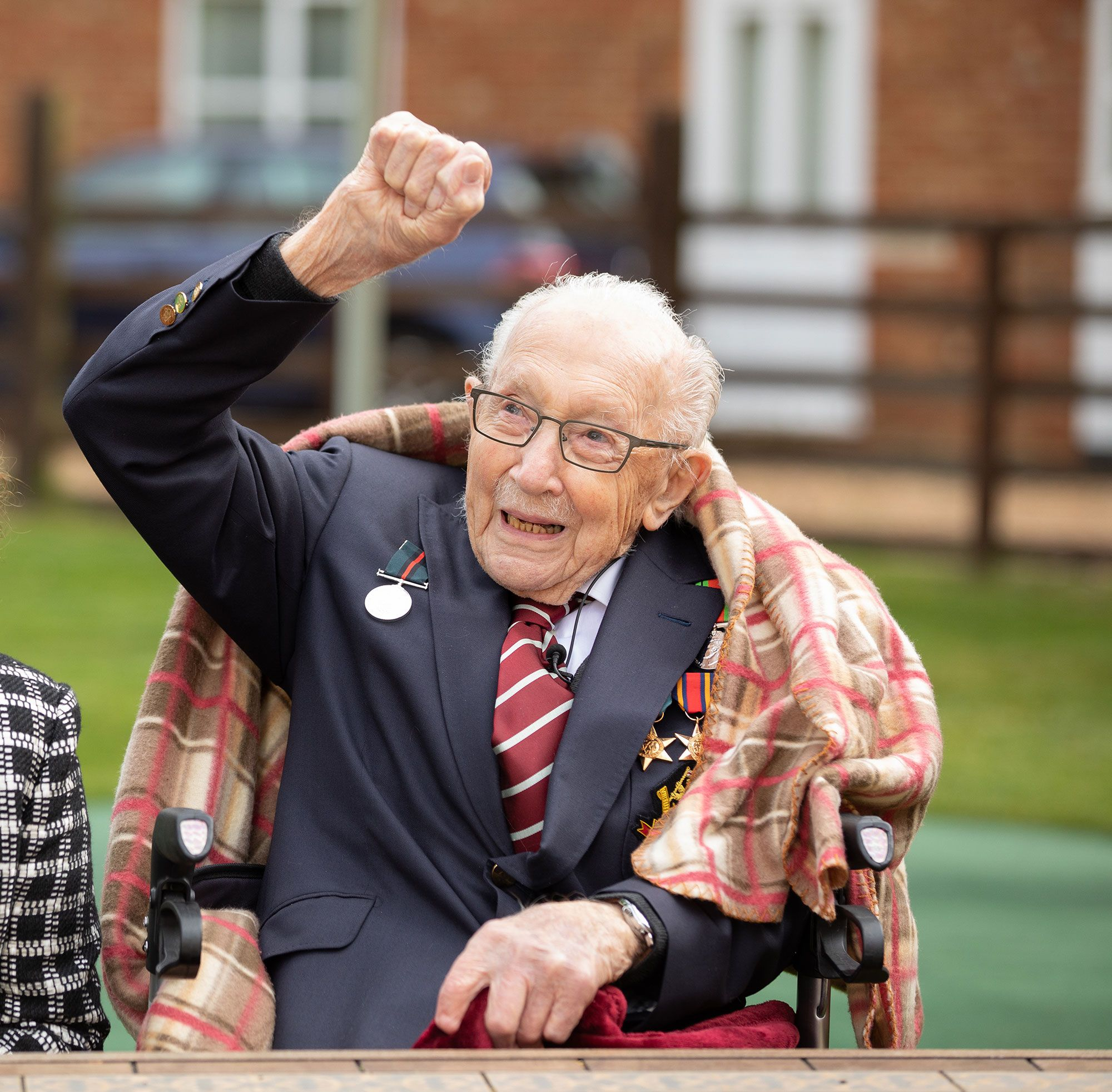 The Queen just gave Captain Tom Moore a very special 100th birthday gift
