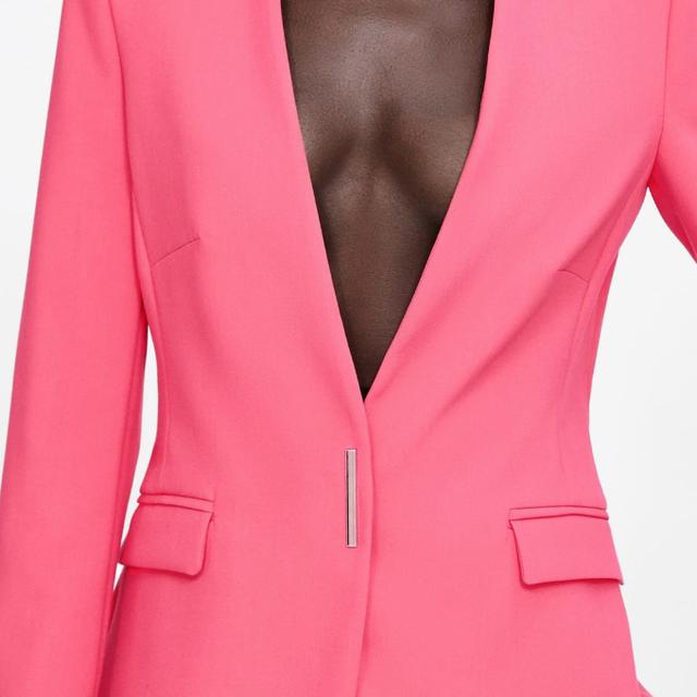 e8137fa285 Estos trajes de colores de Zara y Sfera te harán ser la perfecta invitada
