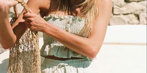 Vestidos y top con nido de abeja, la tendencia del verano