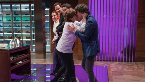 Anabel Alonso besa a Jordi Cruz en Masterchef 7