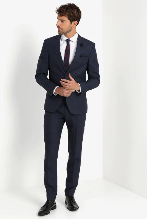 b1ce4e4fa1d5 Los mejores trajes por menos de 300 euros para ir de boda - Trajes ...